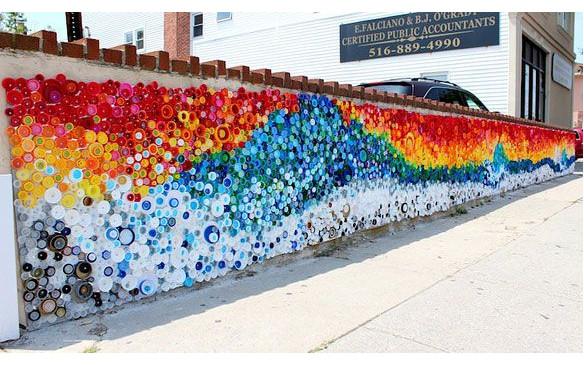 MURAL CON TAPONES. Expresiones artísticas a través del reciclaje.