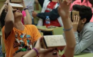 Educación TIC Colegio Móvil. Un proyecto auspiciado por una gran multinacional ha empezado a recorrer una veintena de colegios por toda España. Los niños y niñas de estos centros educativos tendrán la ocasión de usar sus dispositivos móviles en las aulas.