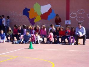 Educación Informe Pisa. Esta vez el temido Informe Pisa sobre la educación en el mundo trae buenas noticias a España en general y a Andalucía en particular. Los alumnos andaluces están a la cabeza en satisfacción con su vida y un 87% de los alumnos que estudian en España se sienten integrados en su centro escolar, donde un 83% hace amigos con facilidad y un 86% cae bien a otros alumnos. Unas cifras que destacan respecto a las medias de los países europeos.
