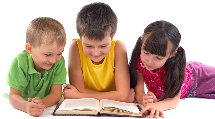 Hábito Lectura Niños. Los niños que están acostumbrados a leer, que tienen una rutina y un hábito de hacerlo, logran alcanzar un mayor vocabulario, presentan mayor comprensión lectora, registran menos faltas de ortografía y además de todo esto, ven estimulada su imaginación. En este artículo te ofrecemos algunos consejos que favorecerán el desarrollo de los hábitos de lectura en los más pequeños. El más importante... Nunca presentar la lectura como una obligación....