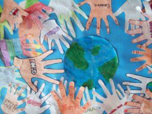 Actividades Día de la Tierra. El 22 de abril se celebra en todo el planeta el Día de la Tierra, una jornada con especial valor educativo en lo que a concienciación medioambiental se refiere. Te proponemos una batería de ideas muy variadas, desde talleres de reciclaje, a visitas a centros de agricultura ecológica, debates o actividades deportivas, para que puedas llevar a cabo una jornada atractiva para los más pequeños y lograr que estos empiecen a sentir apego por la tierra que les sustenta.