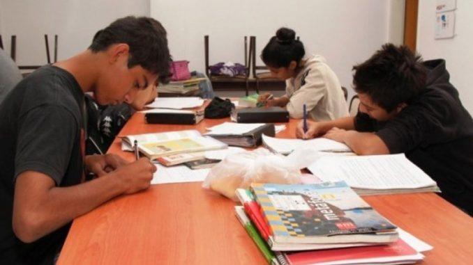 Proa Parces Acompañamiento. Aula de Ocio ha sido pionera en Andalucía en la gestión de los Programas Educativos de Apoyo a las Familias de la Junta de Andalucía. Actualmente seguimos siendo uno de los referentes en la gestión del Programa de Refuerzo, Orientación y Apoyo (PROA), Plan de Apoyo y Refuerzo en Centros de Primaria y Secundaria (PARCES) o el Plan de Acompañamiento Escolar, con el que estamos presentes en muchos centros de la geografía andaluza.